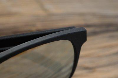 occhiali da sole Aterema modello essenziale