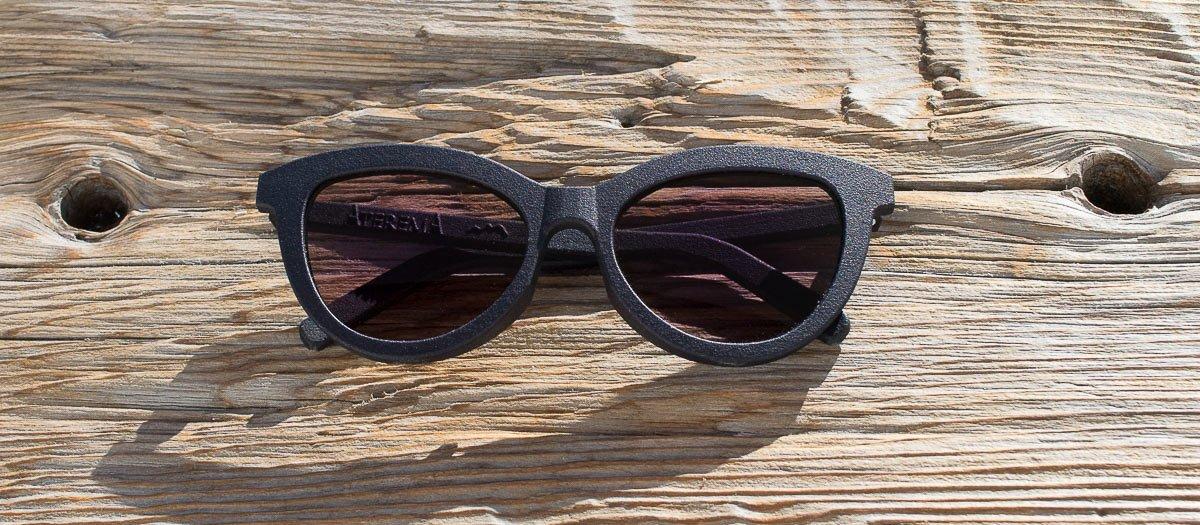 occhiali da sole a occhi di gatto