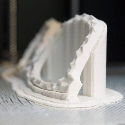Azienda sostenibile - prototipo di occhiale stampato in 3D.
